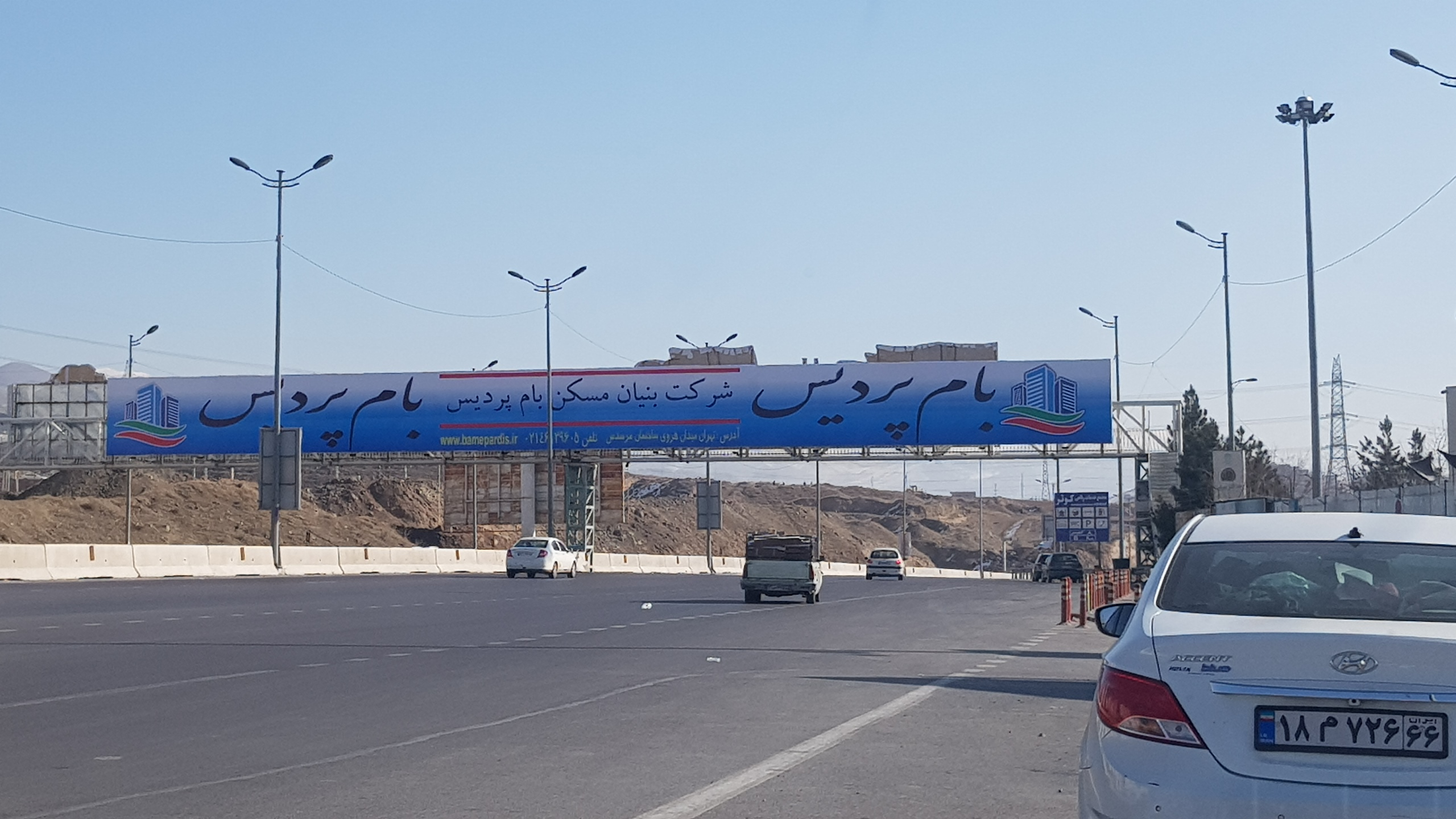 تبلیغات بر روی عوارضی تهران پردیس ۱۶ دی ماه ۹۹